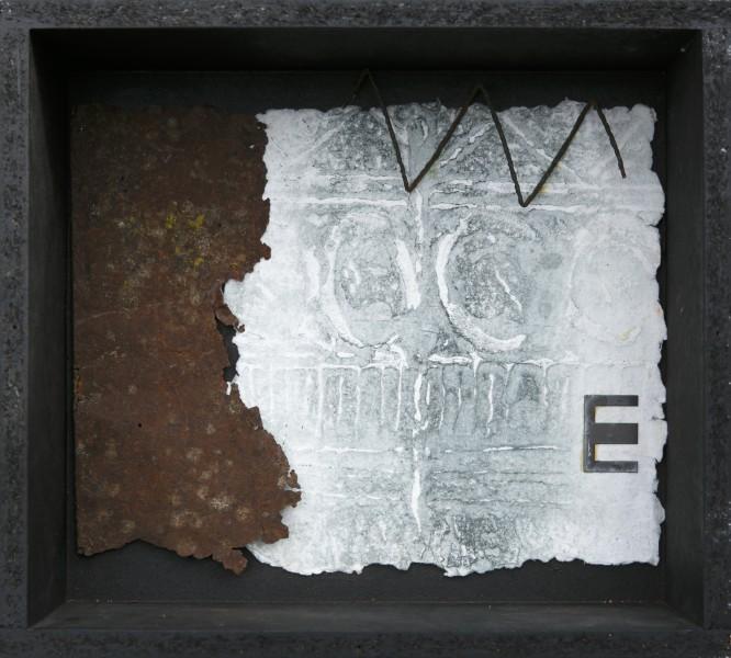 Senza titolo, 2016, grafica su carta a mano e ferro combusto inseriti in scatola di legno, 30x40
