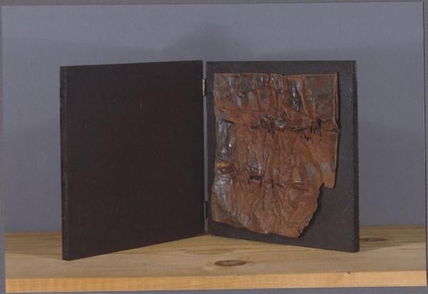 Libro d'artista, 2001, ferro corroso su tavola, 20x20
