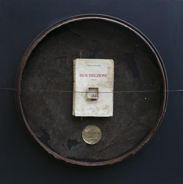 Echi del passato, 2017, ferro combusto, smalto e libro, 60x64