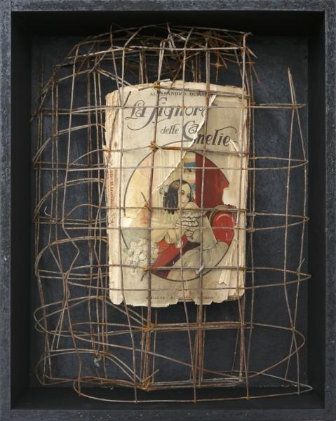 Senza titolo, 2015, ferro combusto e libro, inseriti in scatola di legno, 30x40