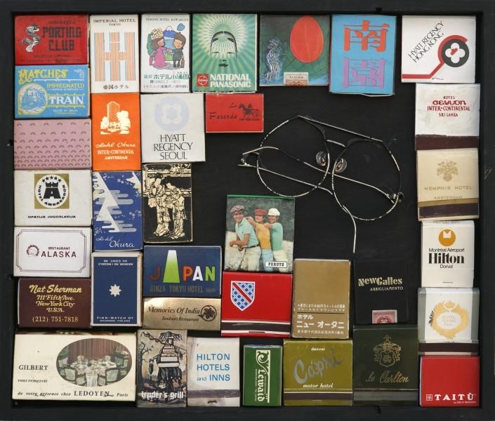 In viaggio…, 2016, scatole di fiammiferi e occhiali inseriti in scatola di legno, 30x40