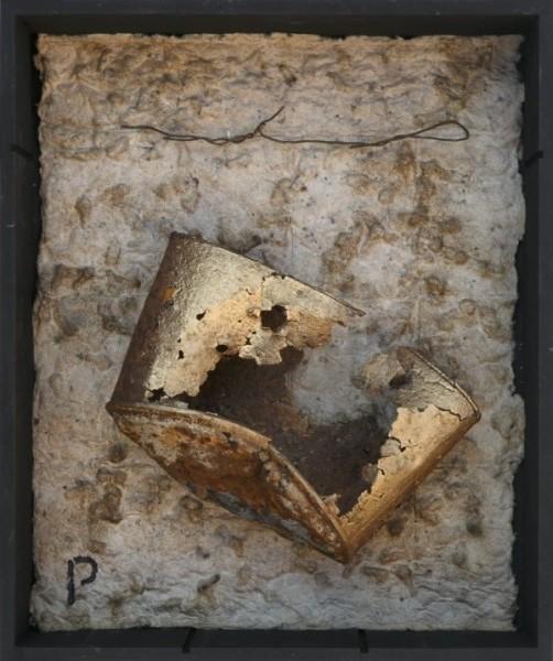 Senza titolo, 2016, carta a mano, ferro combusto, inseriti in scatola di legno, 30x40