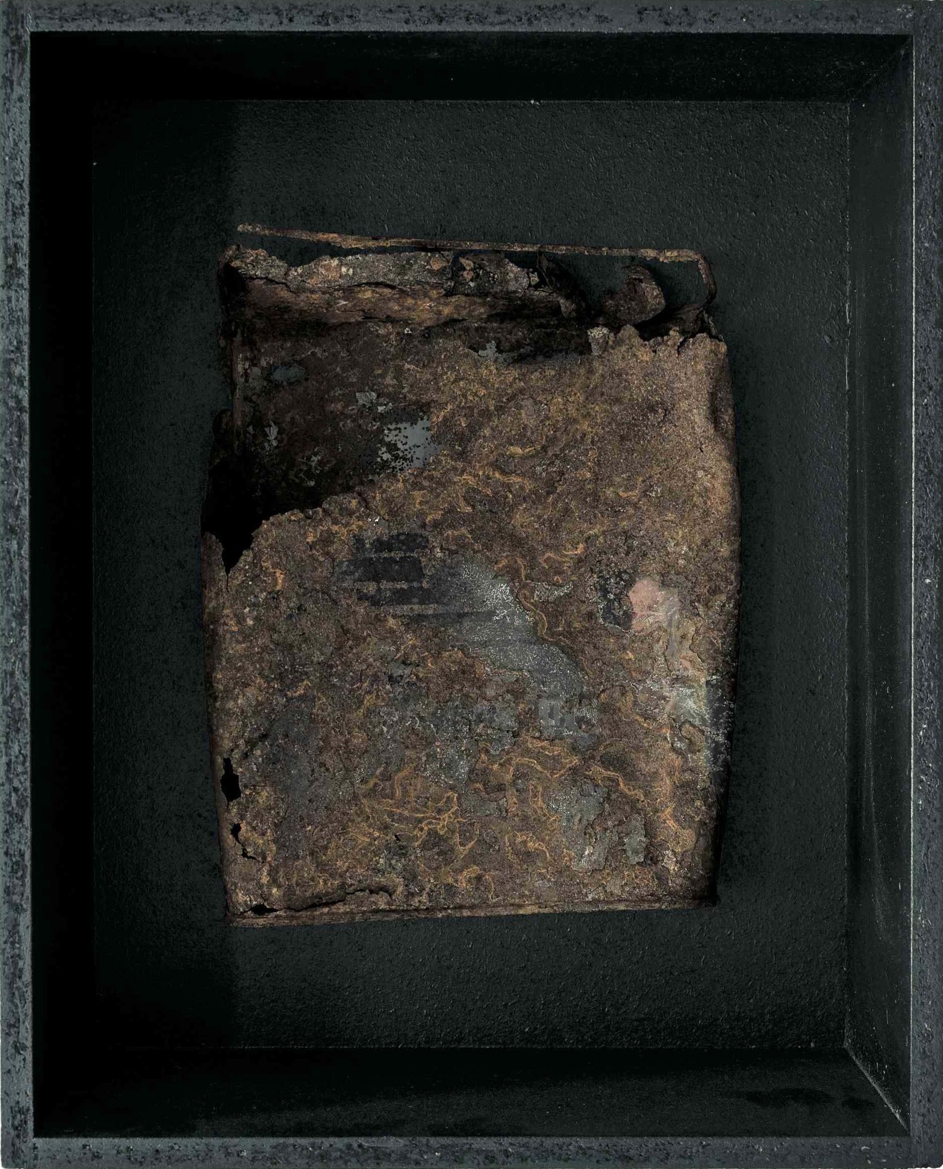 Transito verso il mistero, ferro combusto in scatola di legno, 36x29, 2007