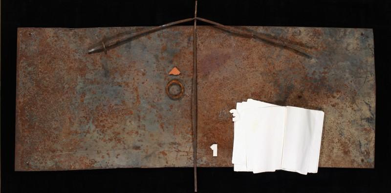 Il silenzio dei dialoghi, 2013, ferro e libro, 55x120
